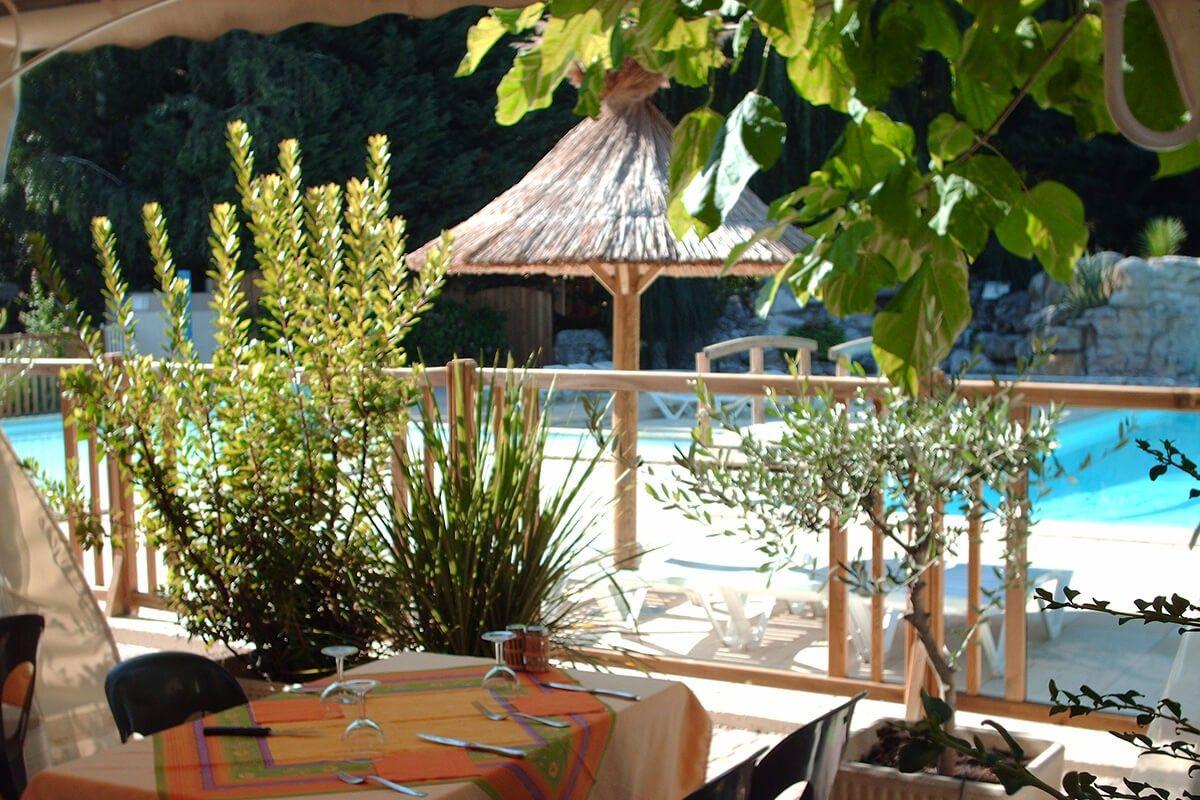 Restaurant, vue piscine